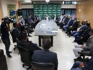 Vereadores de Camaçari se reúnem com o prefeito Elinaldo Araújo (DEM) para tratar sobre ações preventivas no combate ao novo coronavírus.